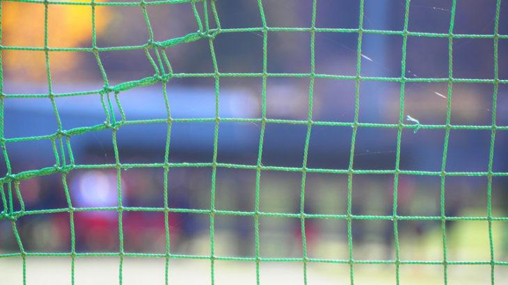 ネット越し選手のカメラ撮影のピントの合わせ方