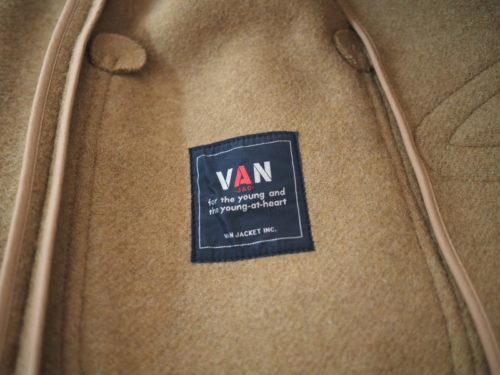 VANのダッフルコート