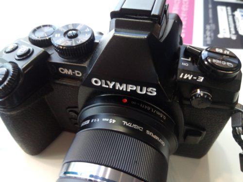 カメラ olympus