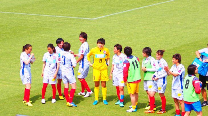 女子サッカー選手と実力勝負の仕事