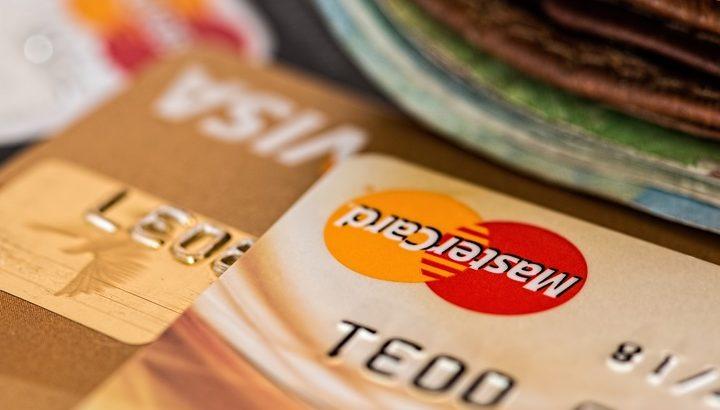 ゴールドカード取得の必要年収と審査に通りやすくなる方法